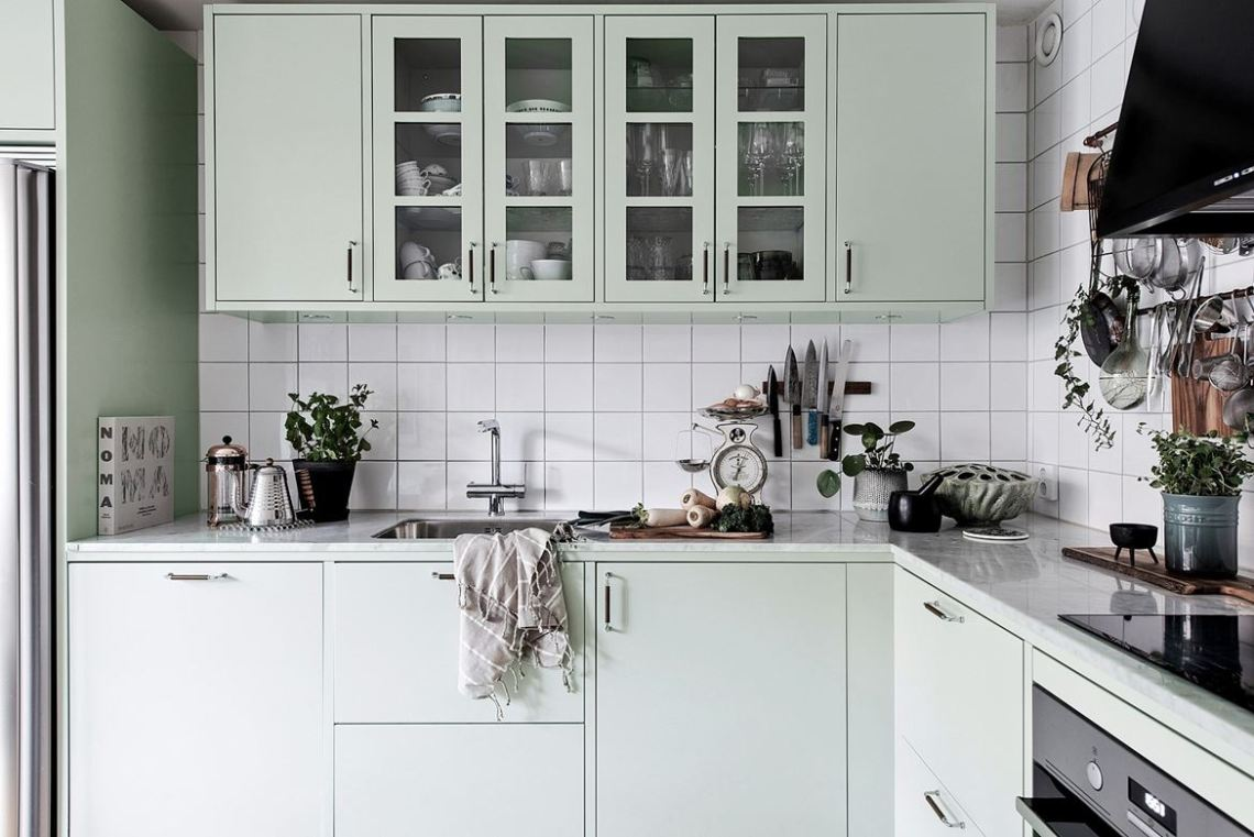 Kitchen in mint green - via Coco Lapine Design