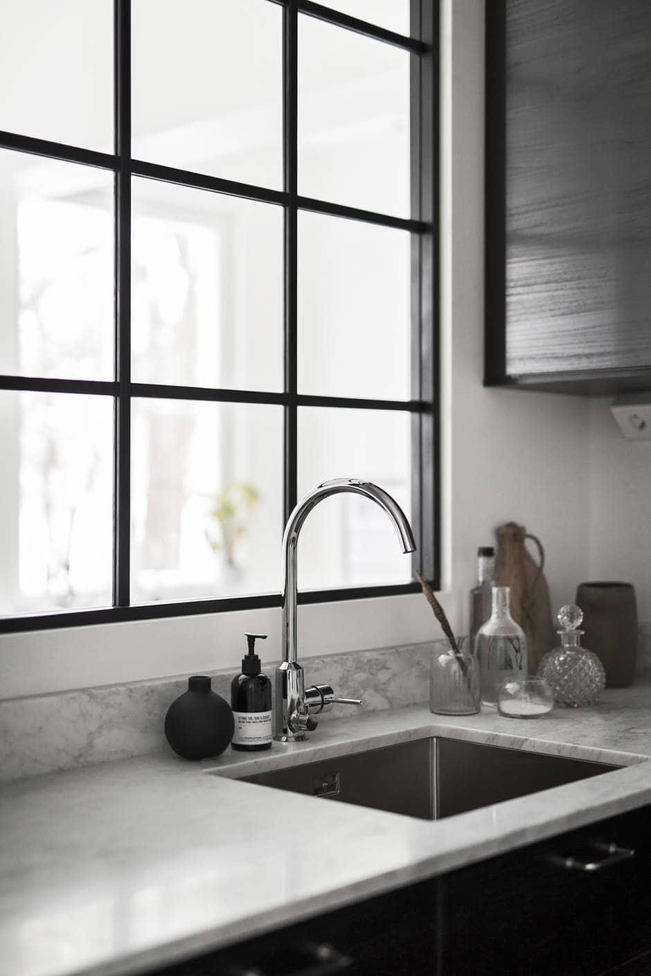 Window between kitchen and bedroom - via Coco Lapine Design