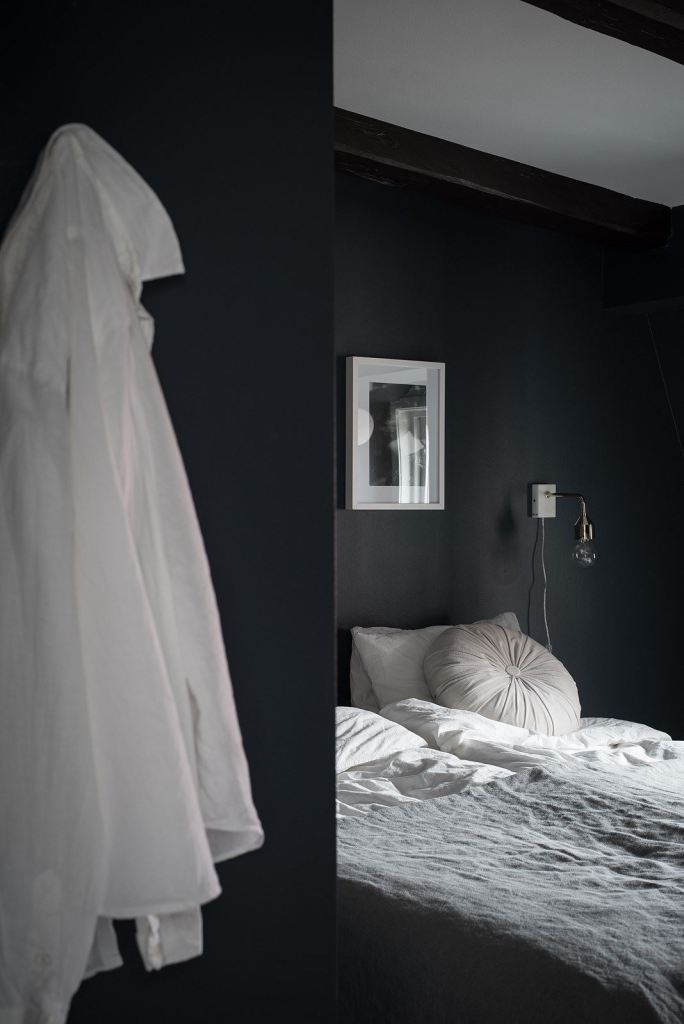 Dark attic bedroom - via Coco Lapine Design
