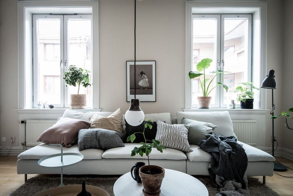 347352_sprangkLiving room in beige - via Coco Lapine Design