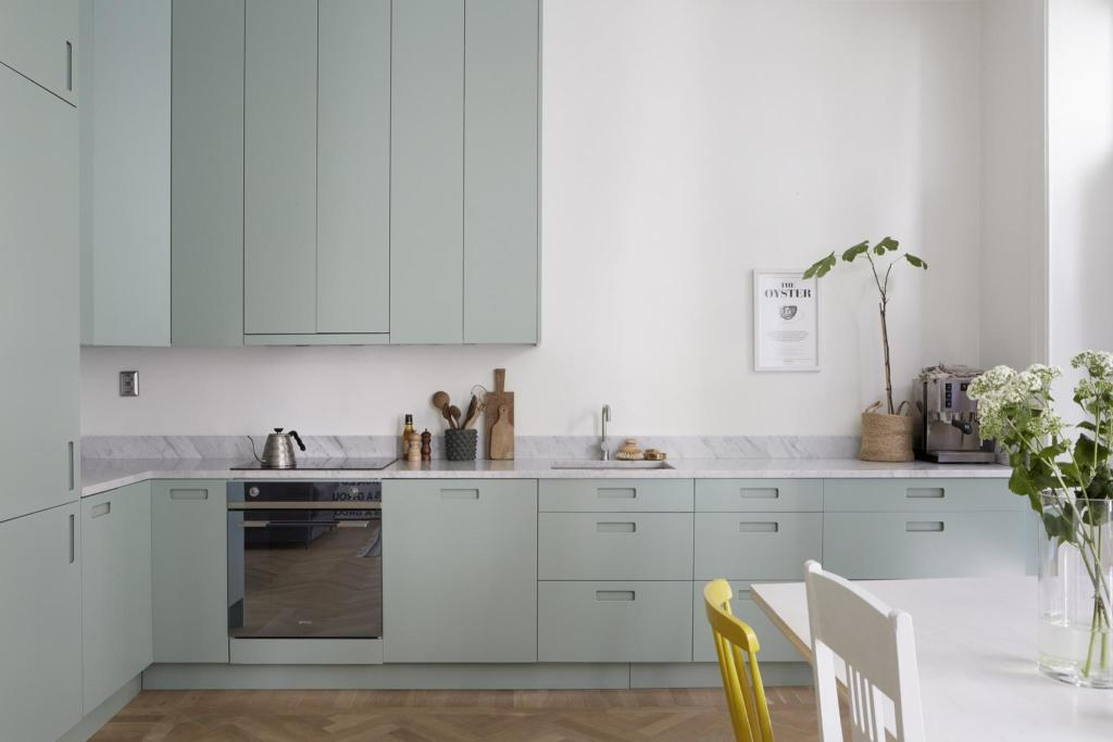 Mint green kitchen - via Coco Lapine Design