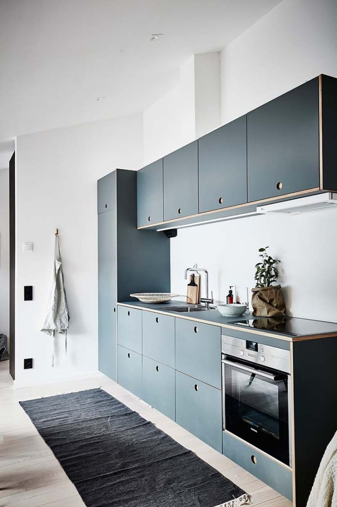 Compact kitchen in blue coco lapine designcoco lapine design for Kitchen ideas for apartment