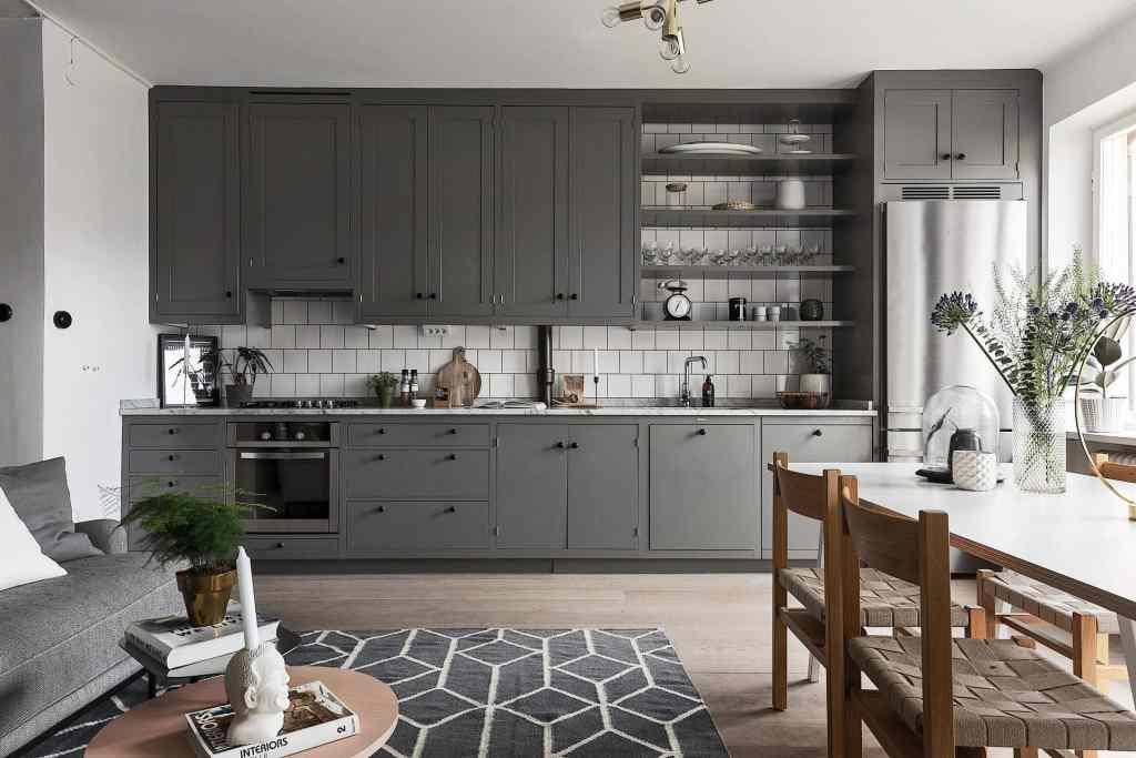Beautiful living kitchen in grey - via Coco Lapine Design blog
