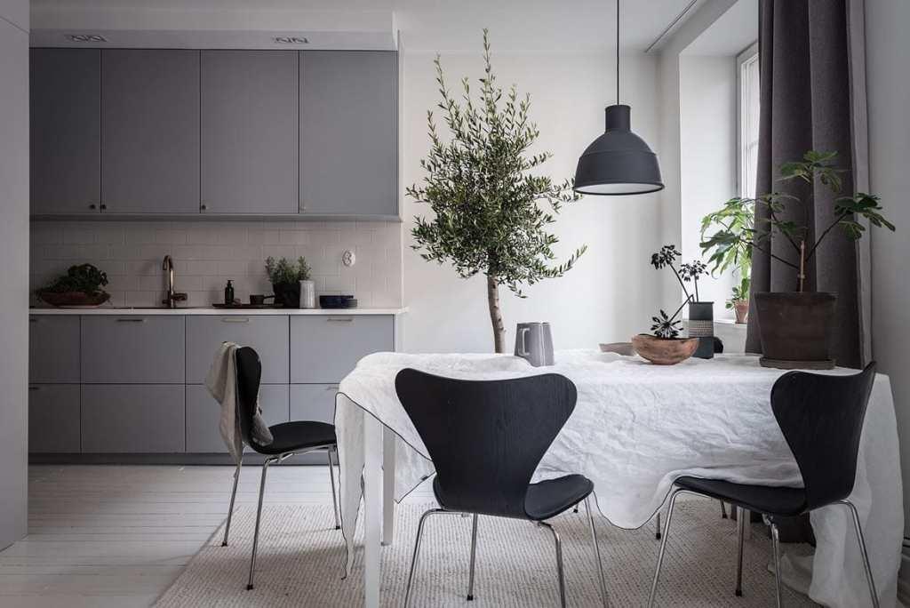 Cozy and inviting home - via Coco Lapine Design blog
