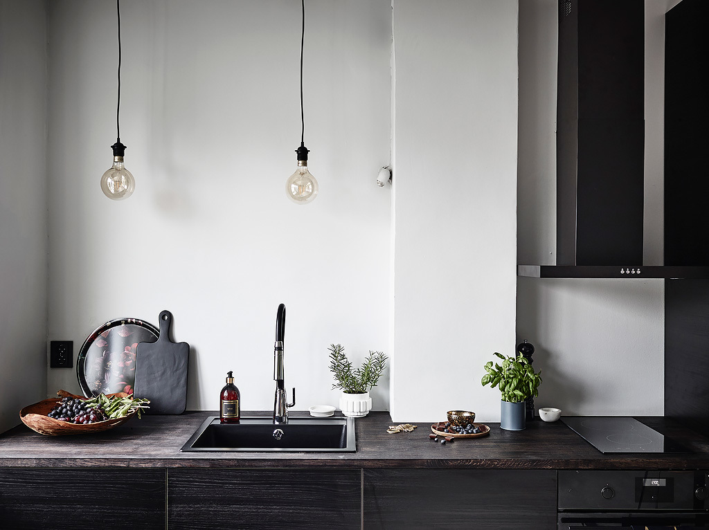 Stylish small studio - via Coco Lapine Design blog