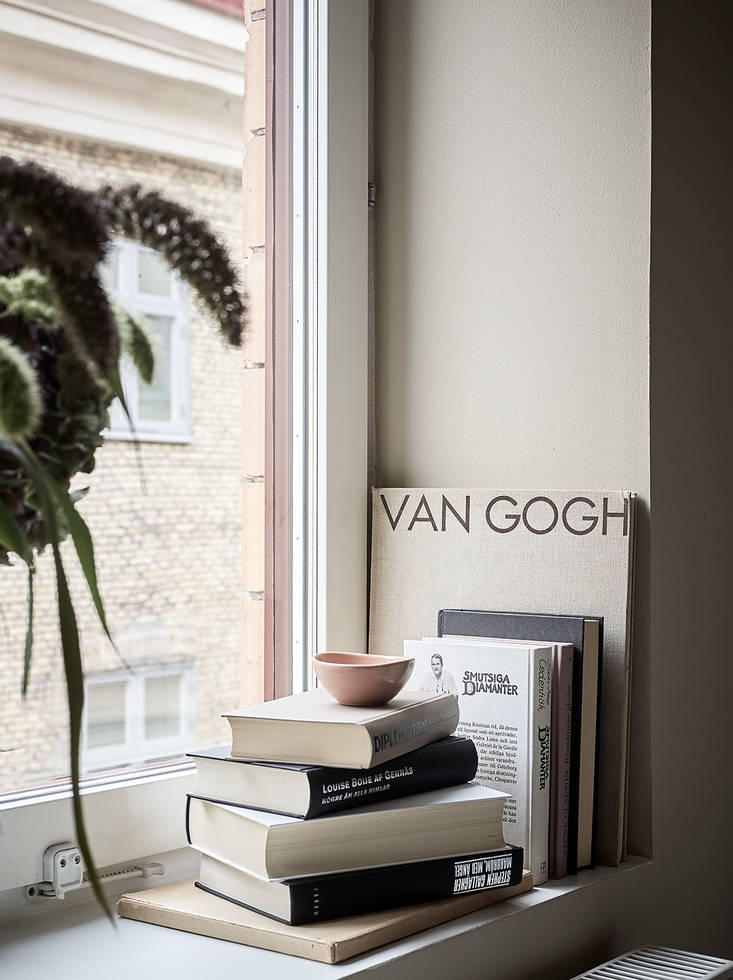 Home decorated in warm tints - via Coco Lapine Design blog