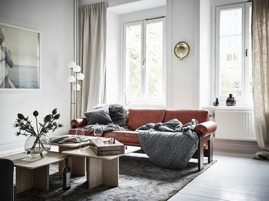 Home with classy interior details - via Coco Lapine Design blog