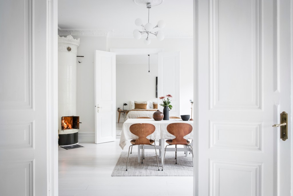 Bright white home with warm details - via Coco Lapine Design blog