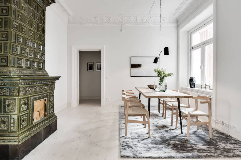 Kitchen and dining area in natural colors - via Coco Lapine Design blog