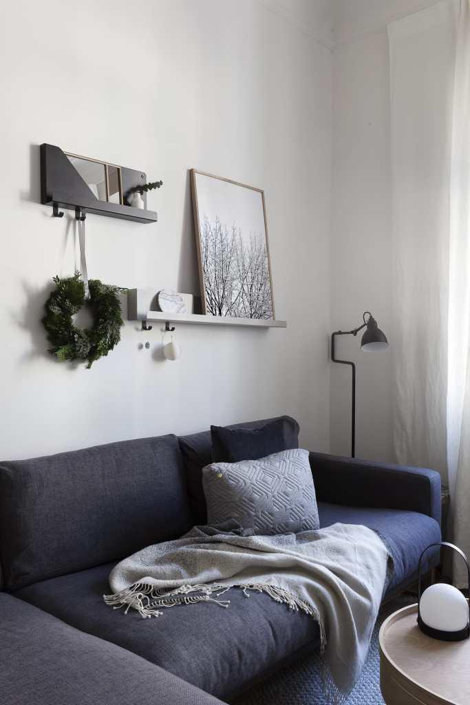 Adding some hints of Christmas - via Coco Lapine Design blog