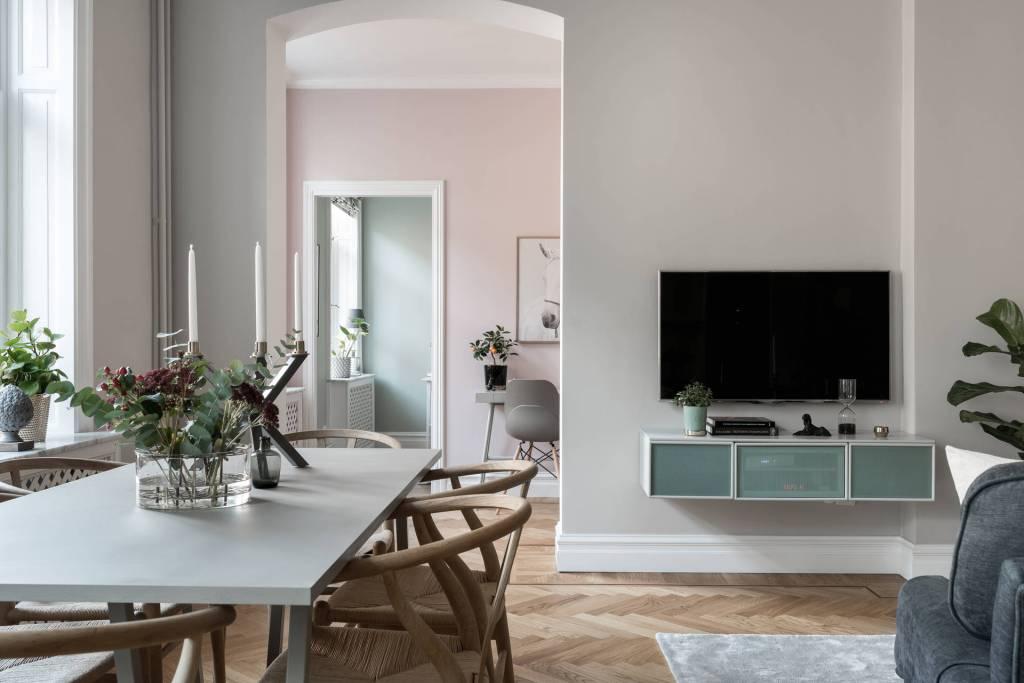 Home in pastel tints - via Coco Lapine Design blog