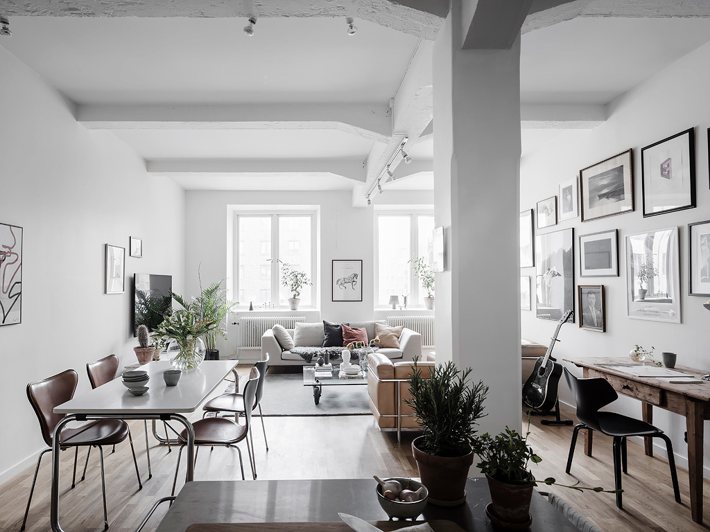 Bright Living Room With An Industrial Touch   Via Coco Lapine Design Blog