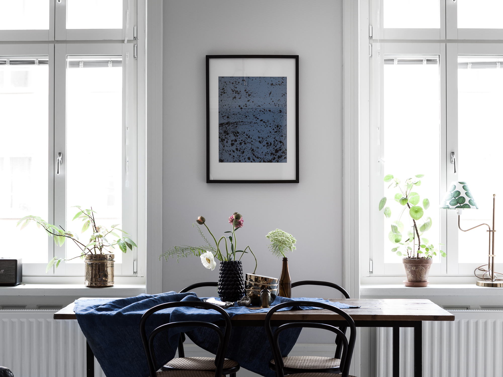 Cozy home with blue accents - COCO LAPINE DESIGNCOCO LAPINE DESIGN