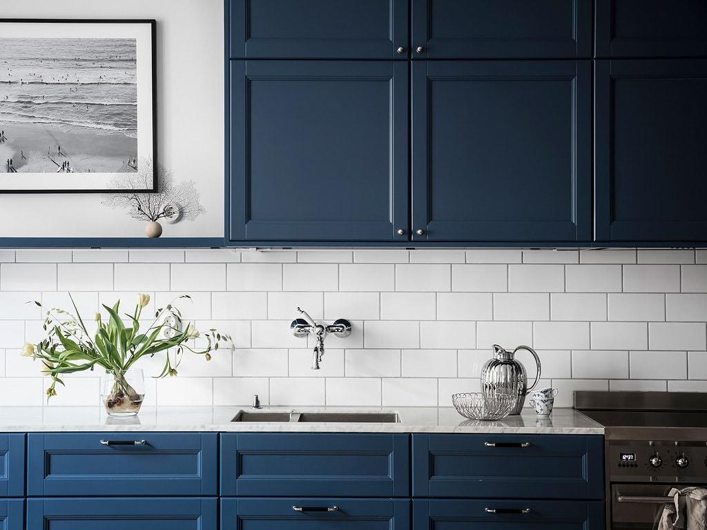 Cozy home with a blue kitchen - COCO LAPINE DESIGNCOCO LAPINE DESIGN