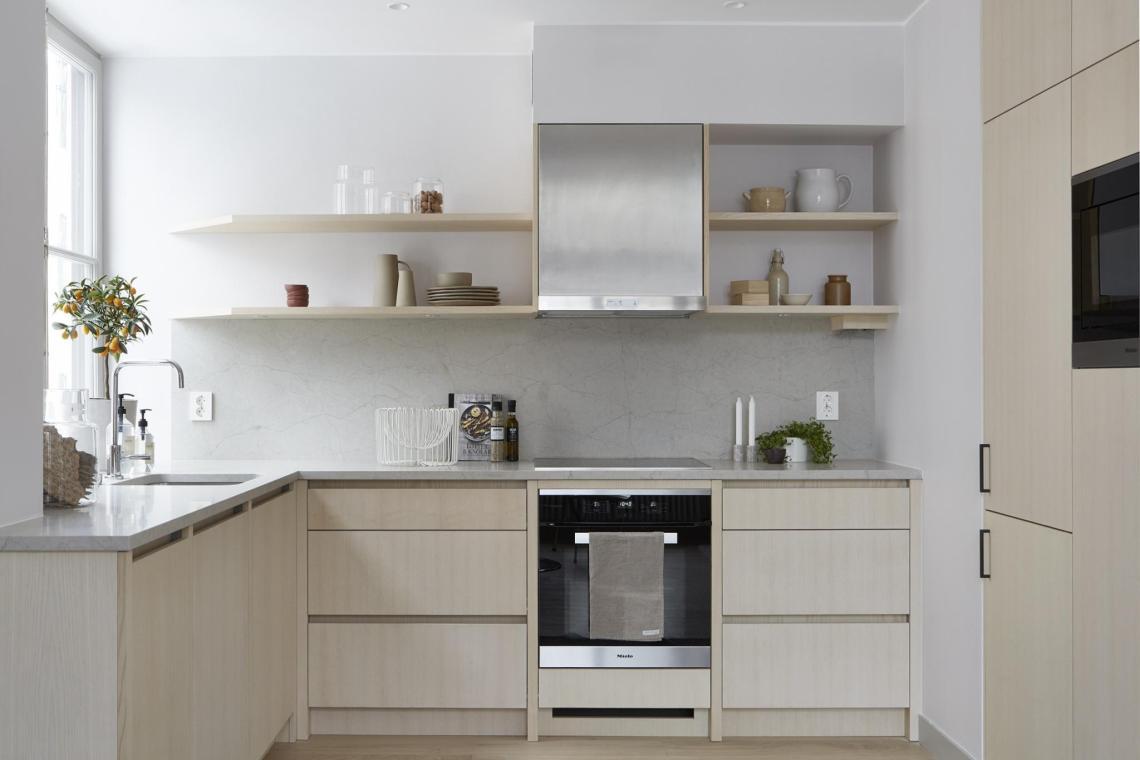 Spacious and stylish living area - via Coco Lapine Design blog