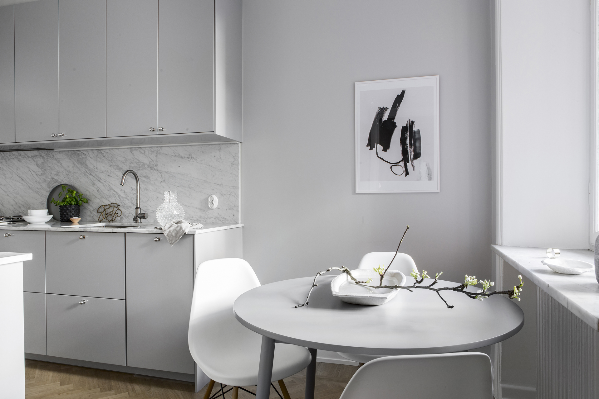 Clean kitchen with a small dining area - COCO LAPINE DESIGNCOCO ...
