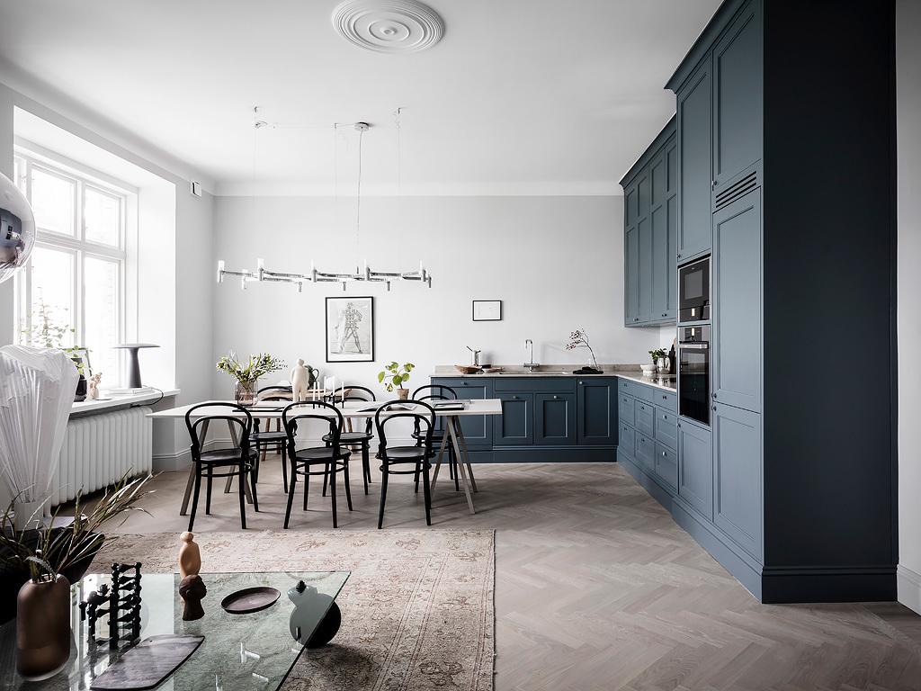 Spacious flat with a blue kitchen
