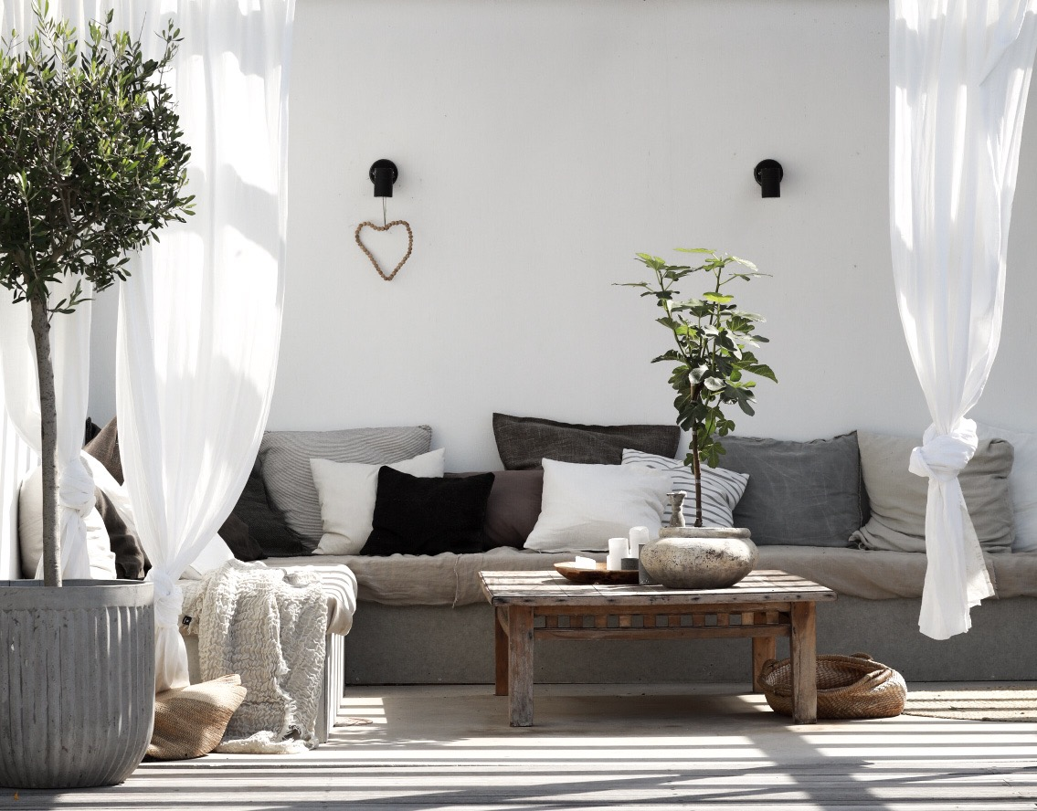 Daniella Witte's outdoor lounge area