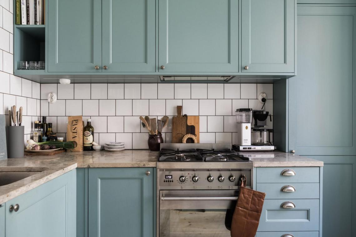A cozy blue kitchen