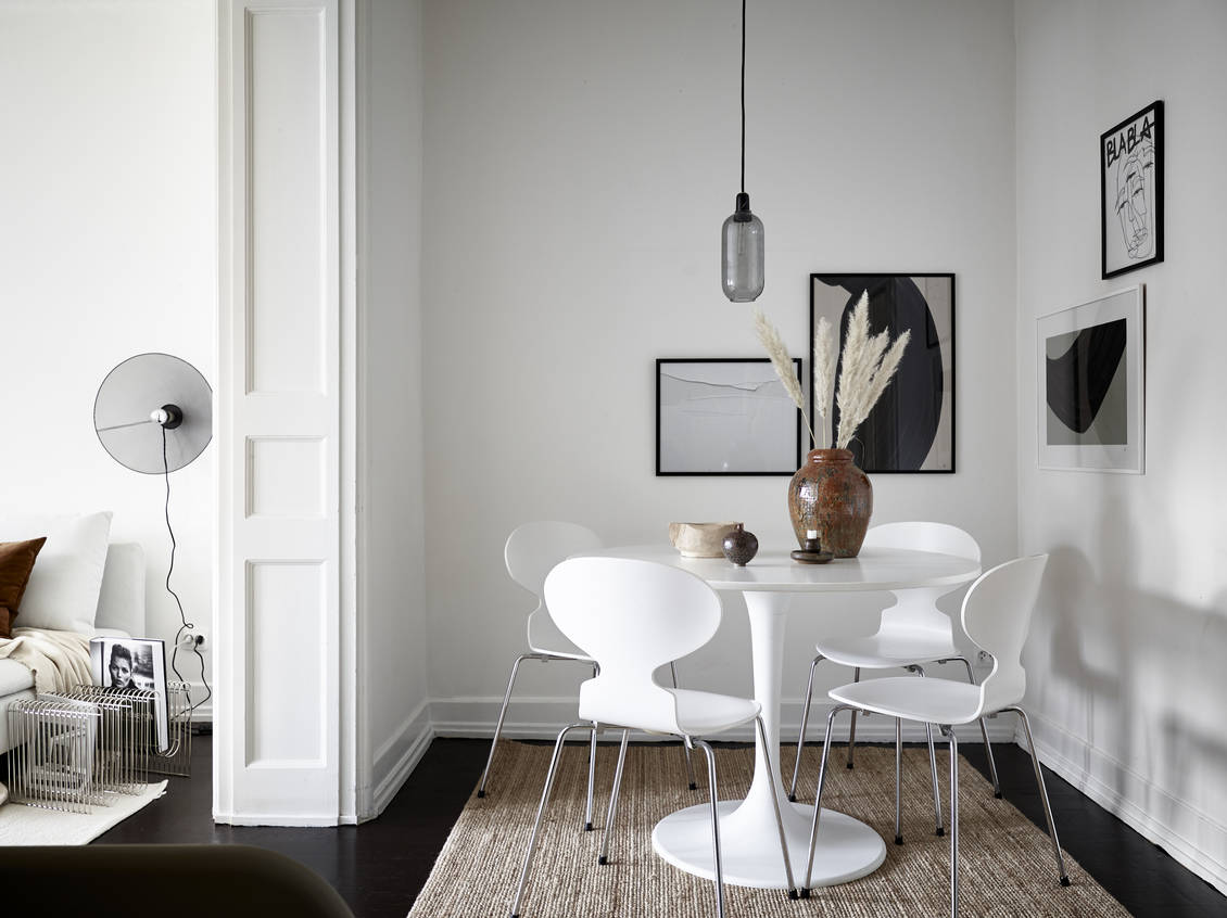 Bright home in black, white and beige
