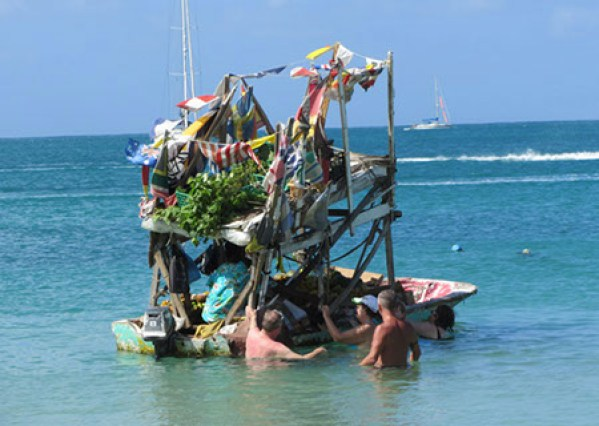 Cocktail boat in St Lucia   ©Dan Convey