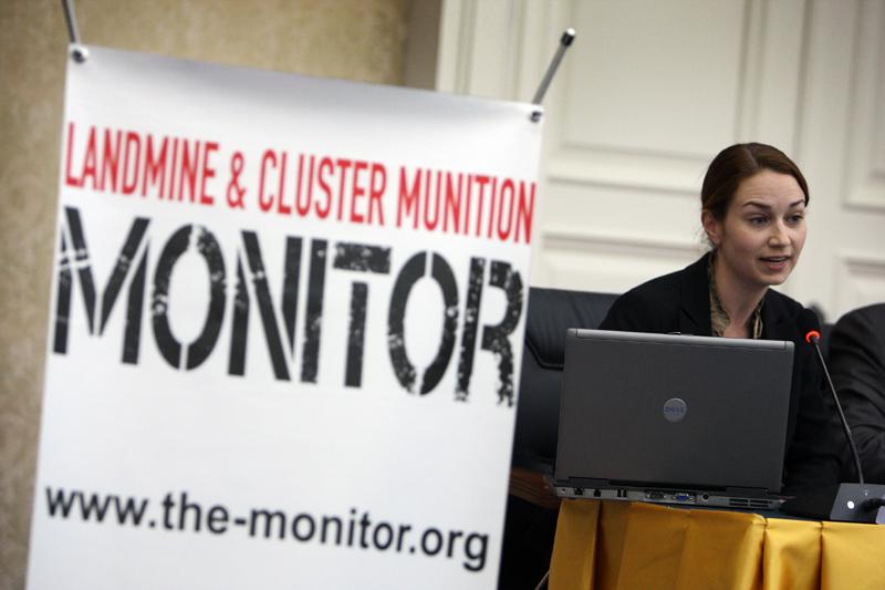 Tatiana Stephens habla sobre los principales hallazgos del Monitor de Minas Antipersonal 2011 durante la reunión paralela a la 11 Reunión de Estados parte de la Convención. © Giovanni Diffidenti/Di+ onlus