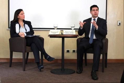 Mélanie Régimbal, directora de UNLIREC; y Duván Ocampo, coordinador de Desarme y No Proliferación de la Cancillería