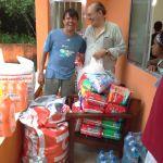 Sidney e Marcos Acildo com as doações