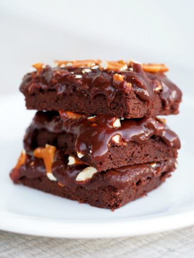 Salted-Chocolate-Caramel-Bars slather butter chocolate shortbread with rich chocolate caramel, finished with a salty crunch of pretzels.