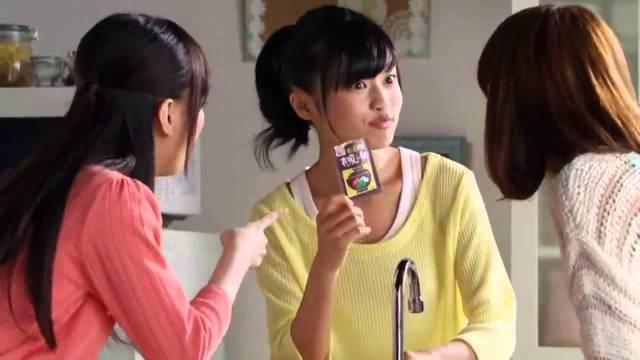 小島瑠璃子が出演する永谷園のCM「混ぜ込みご飯」篇