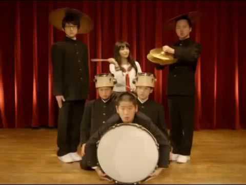 鎮西寿々歌が出演するシュールな関塾のCM