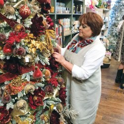 Local Retail Competes With Web to Draw Holiday Shoppers