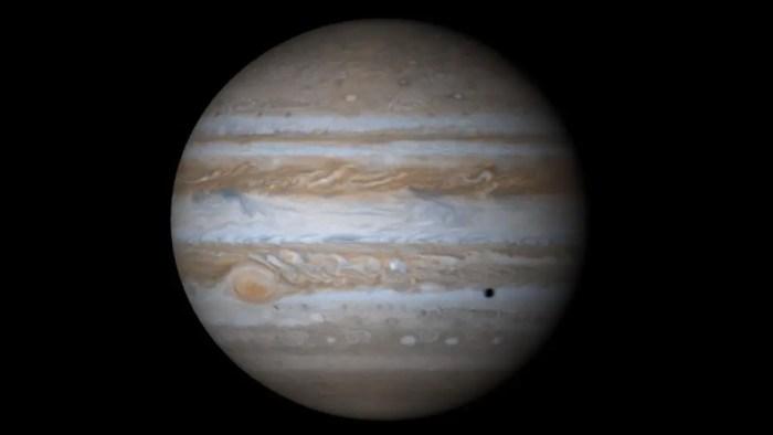Jupiter, un planeta caracterizado por los remolinos de viento que le aportan esas tonalidades diferentes