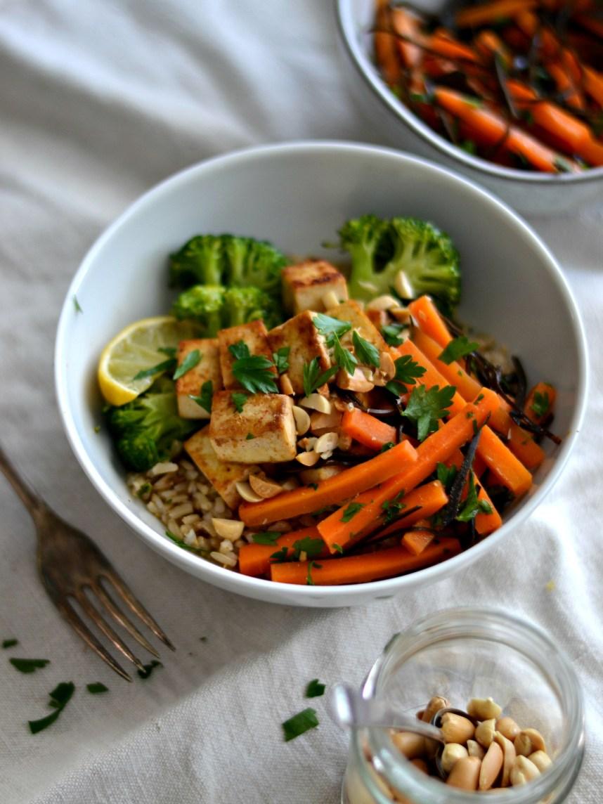 carrot arame salad with tofu, broccoli and brown rice bowl4