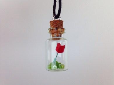 Comprei esse colar, que possui uma rosa feita de origami. Muito amorzinho!
