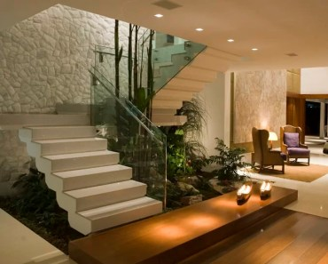 03-Plantas-embaixo-da-escada-branca
