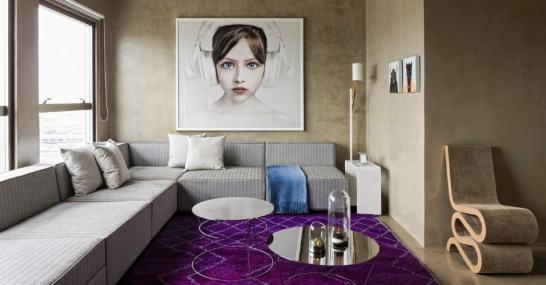 sofa modular cinza na sala