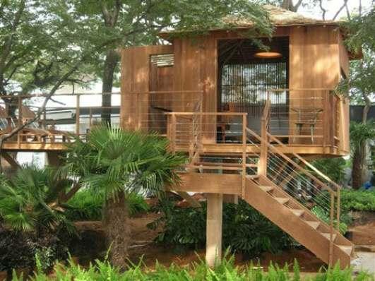 06 casinha pequena de madeira suspensa