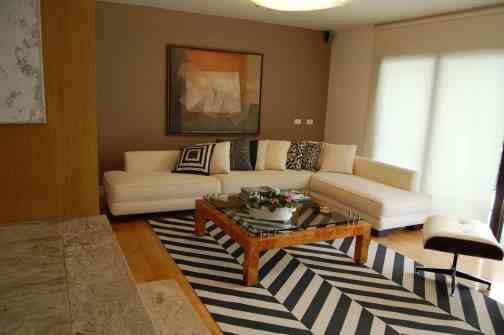tapete moderno estampa chevron na decoracao de sala