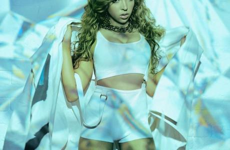 tinashe-is-featured-on-calvin-harris-new-track-dollar-signs-listen
