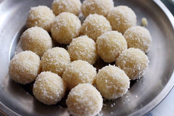 coconut-khoya-laddu-step-4