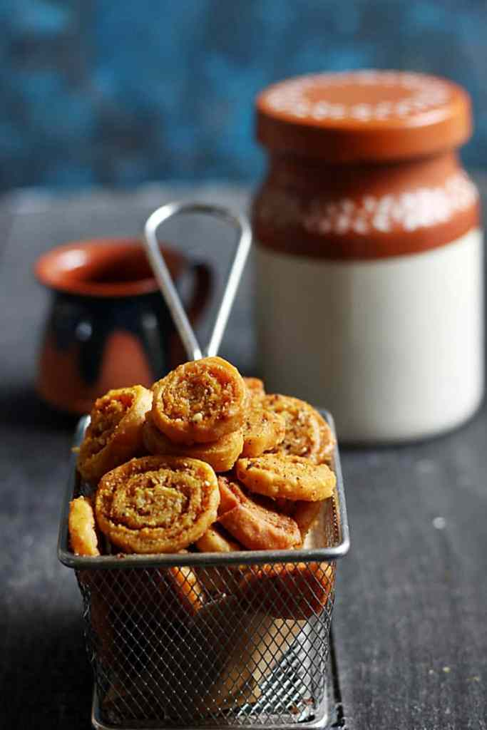 bhakarwadi recipe d