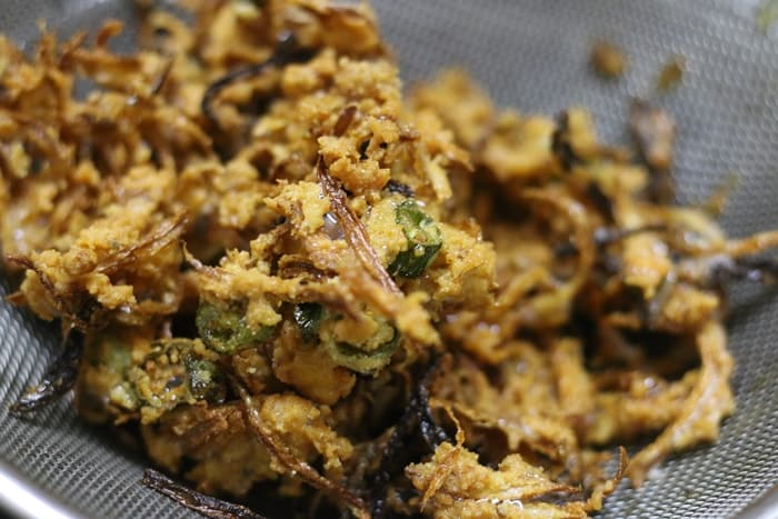 onion pakoda recipe step5