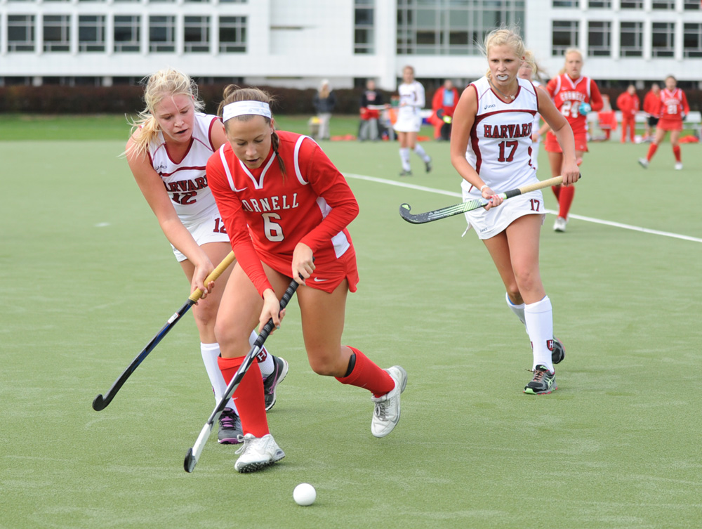 The field hockey team split last weekend's games, bring the squad's record to 3-1.