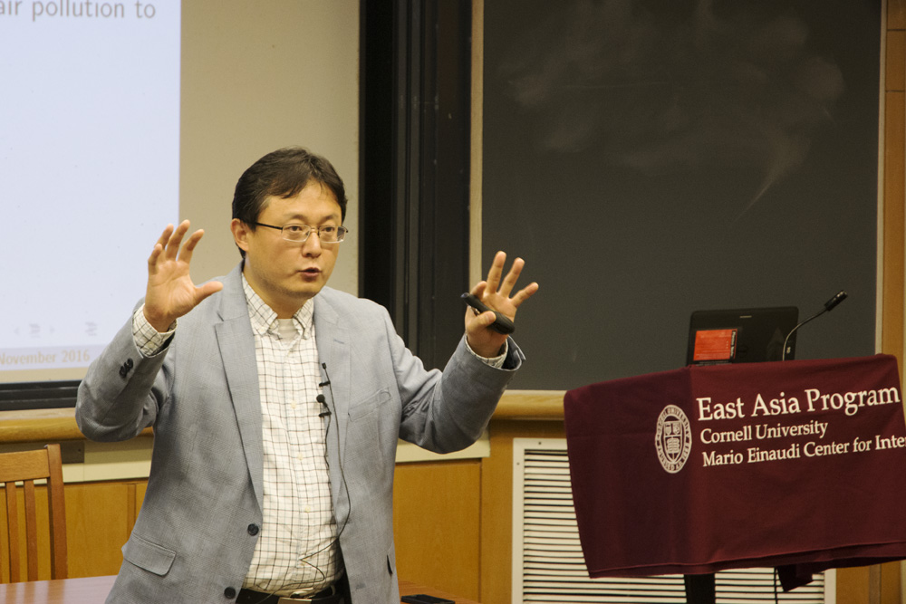Prof. Shanjun Li, applied economics and management, reanalyzed China's pollution problem through an economic lens at a lecture last week.
