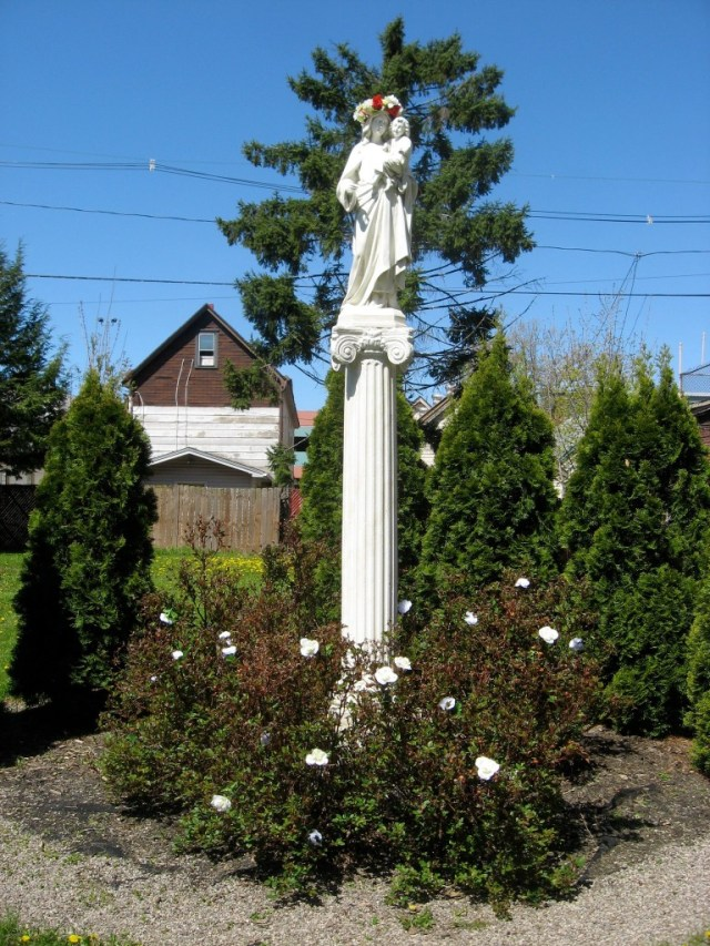 Statue of Mary Crowned Corpus Christi Church