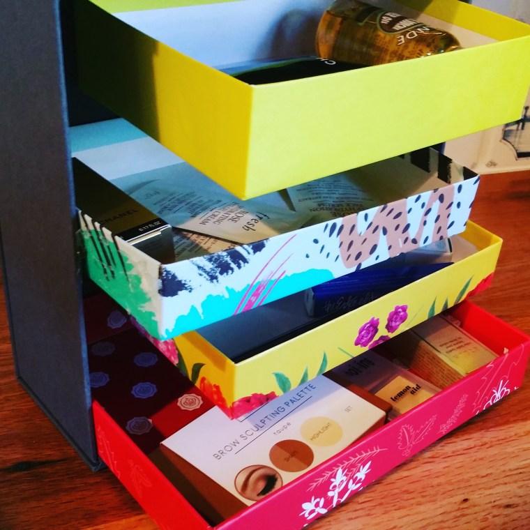 Freestanding mini shelves.