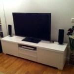 Nya TV:n på plats. Inte för att det syns så stor skillnad mot förr, men ändå. Den är bättre, framför allt påslagen :p