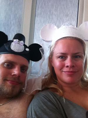 Fina hattar från Disney :) Det står våra namn på baksidorna av dem...