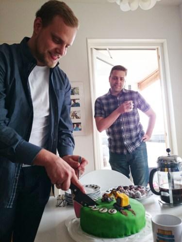 Dags att ta sönder tårtan...